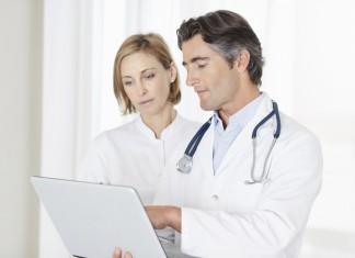 pierwsze objawy osteoporozy
