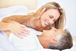 związek starszego mężczyzny z młodszą kobietą