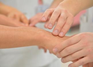 pierwsze-objawy-osteoporozy-na-co-powinnas-zwrocic-uwage