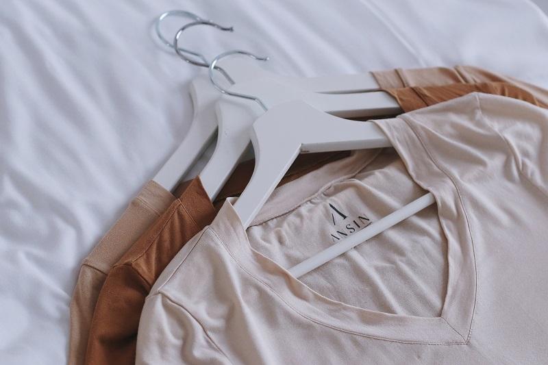 minimalistyczne koszulki z mikromodalu