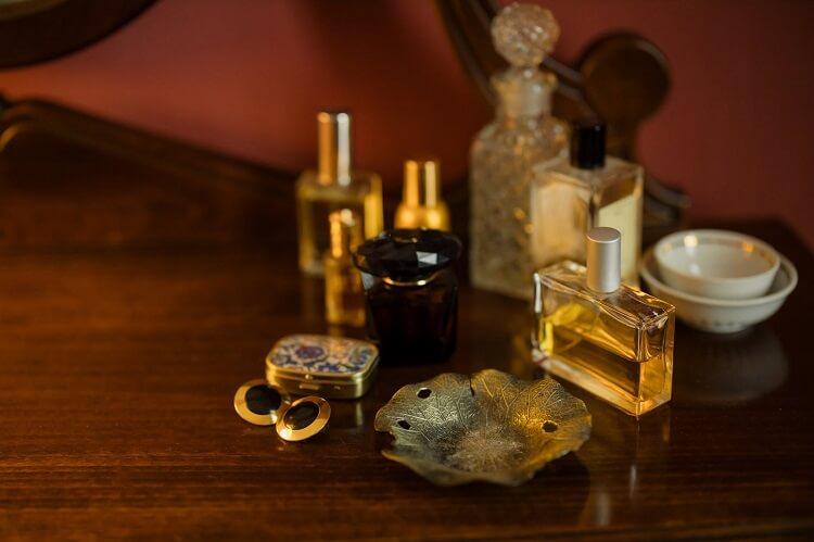Jak nie stracić na zakupie markowych perfum