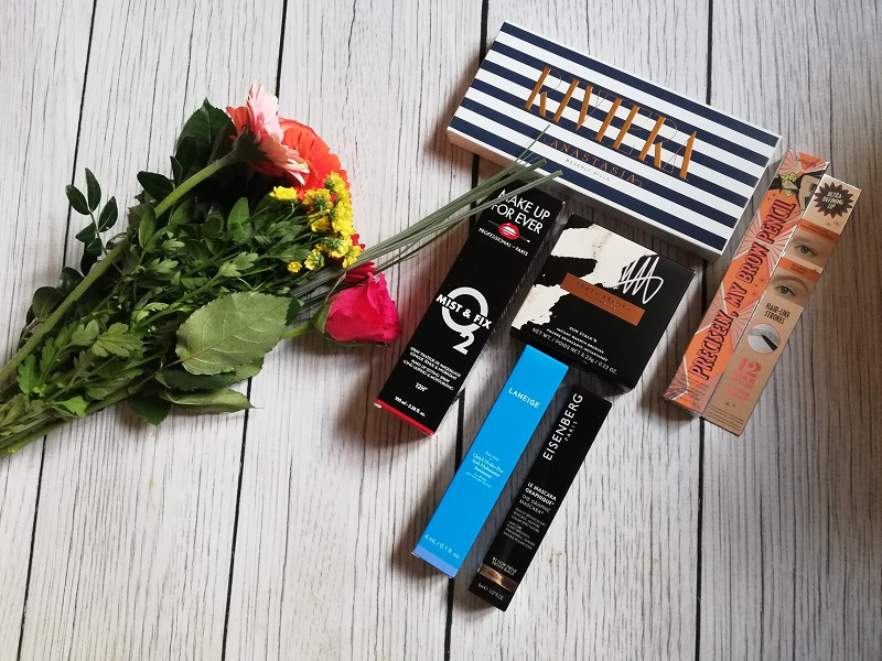 Kosmetyki, które powinnaś zabrać ze sobą na wakacje