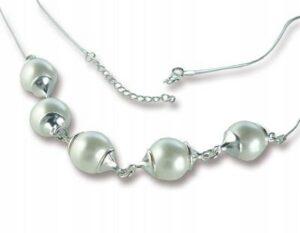 Naszyjnik srebrny wysadzany kulami z pereł