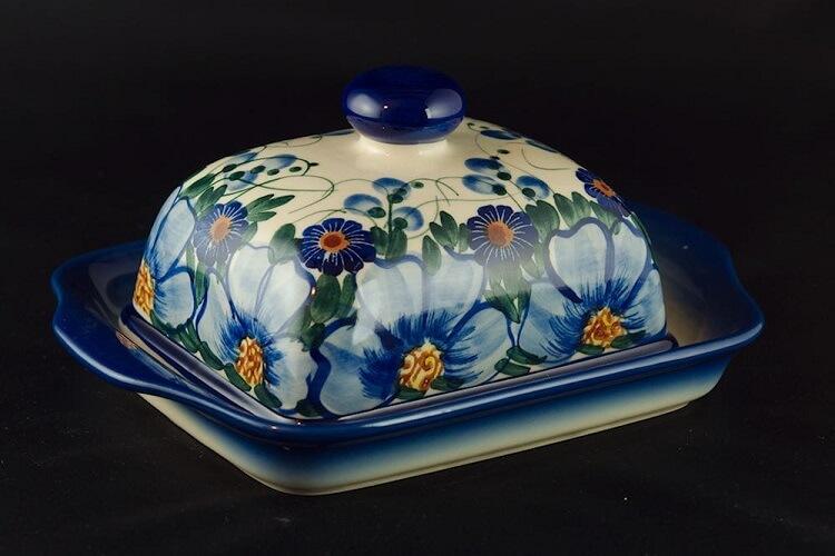 Ręcznie malowana maselniczka z ceramiki