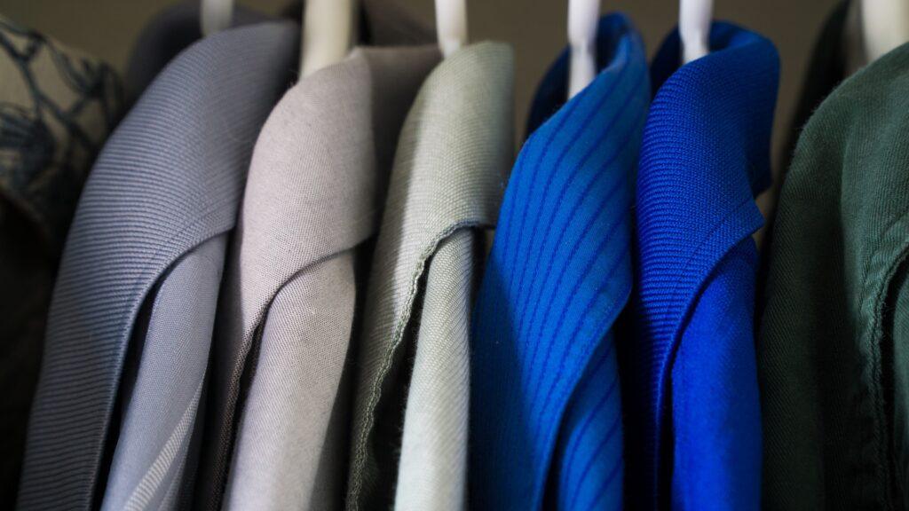 Jak zrobić porządki w szafie i pozbyć się zbędnych ubrań