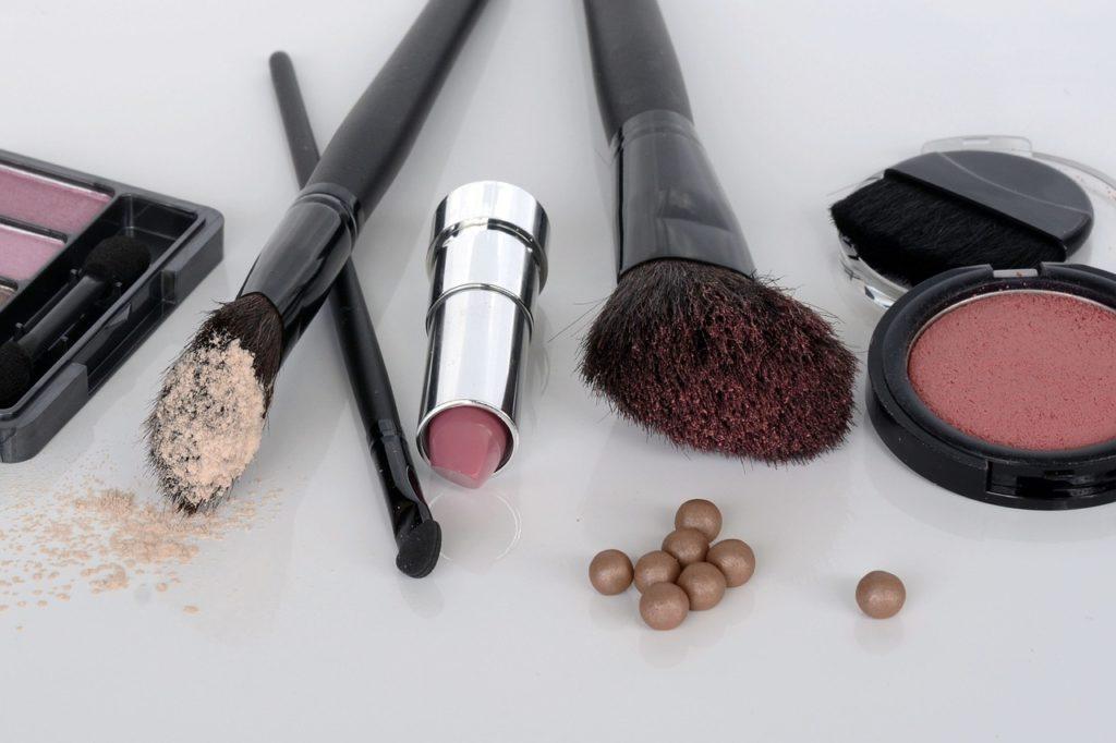 To nie koniec promocji na makijaż w Rossmannie
