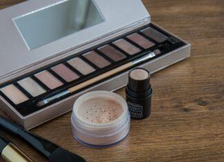 Jak przedłużyć trwałość makijażu oczu