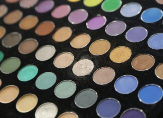 Jak nosić pastelowe cienie