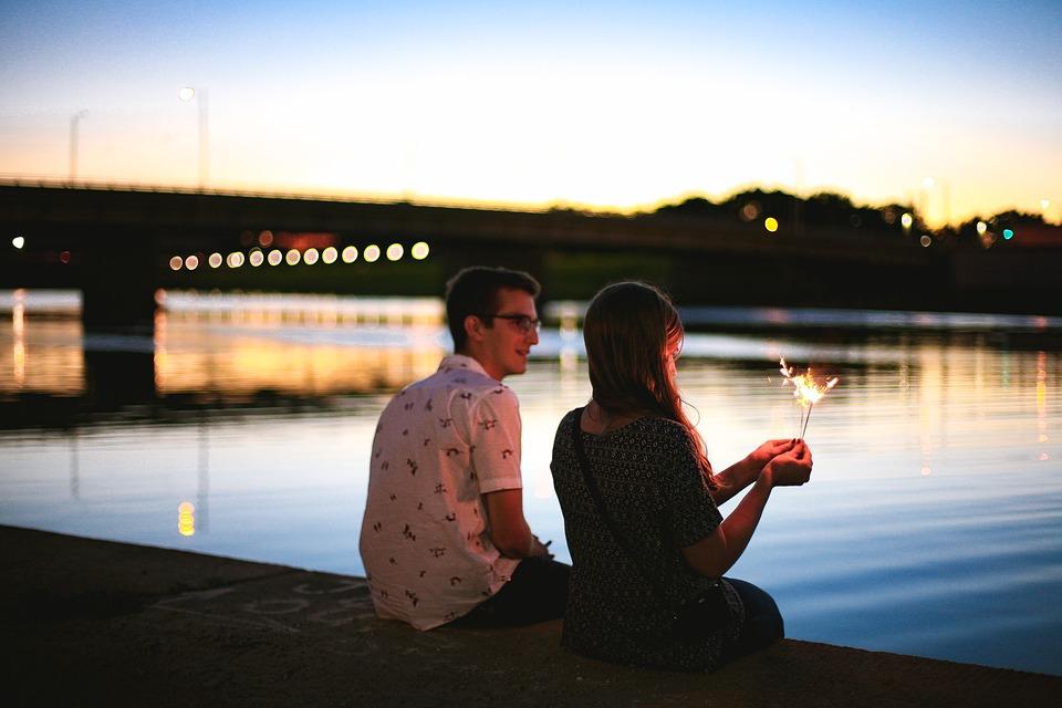 fioletowa aplikacja randkowa