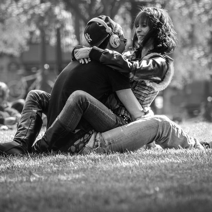 objawy zakochania