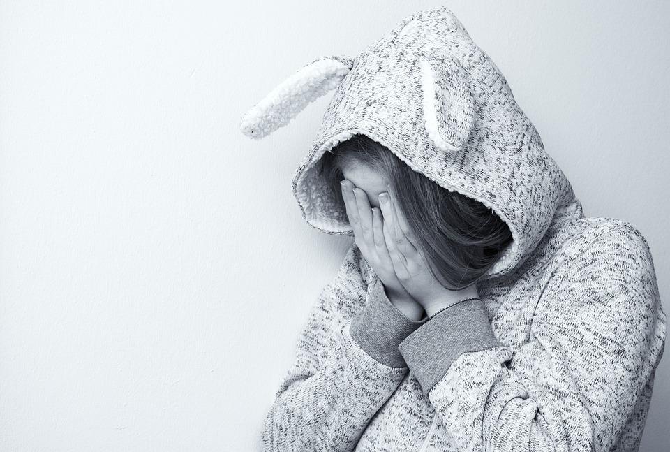 Przyczyny, objawy oraz sposoby radzenia sobie z nerwicą lękową