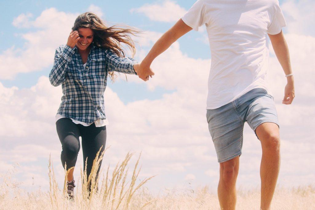 Jak mężczyzna może wzbudzić emocje w kobiecie