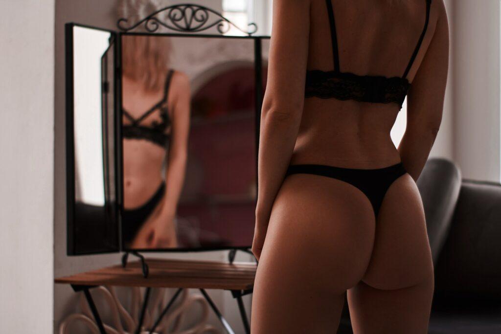 Dlaczego warto mieć w swojej szafie bieliznę erotyczną