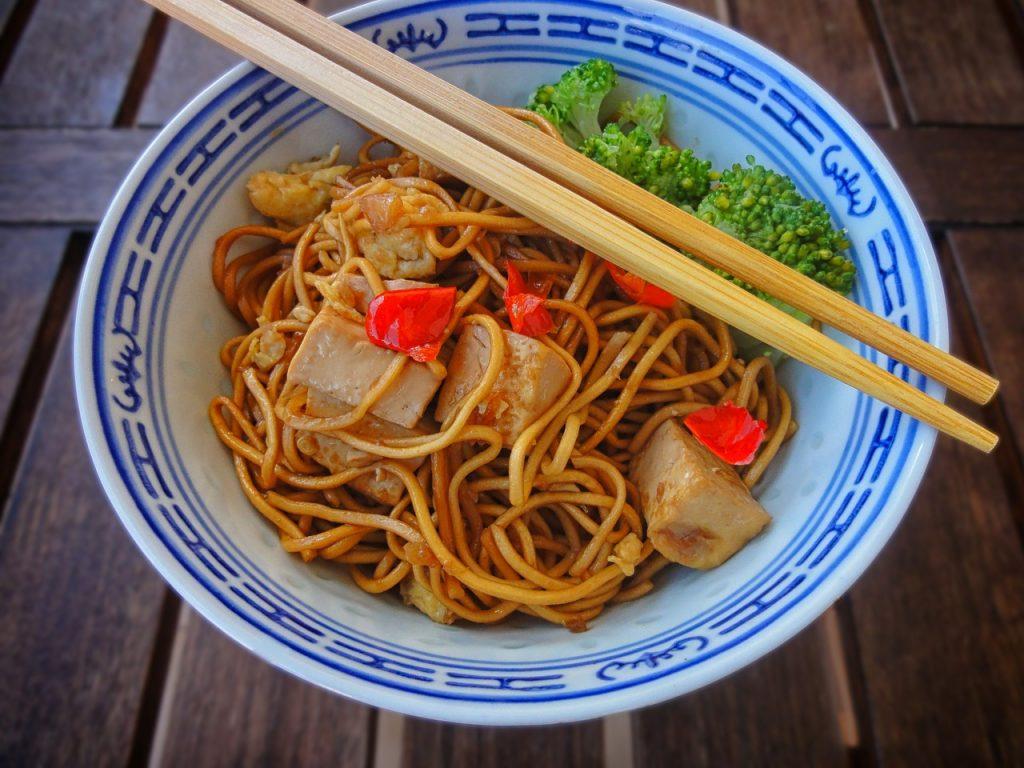 makaron razowy z tofu