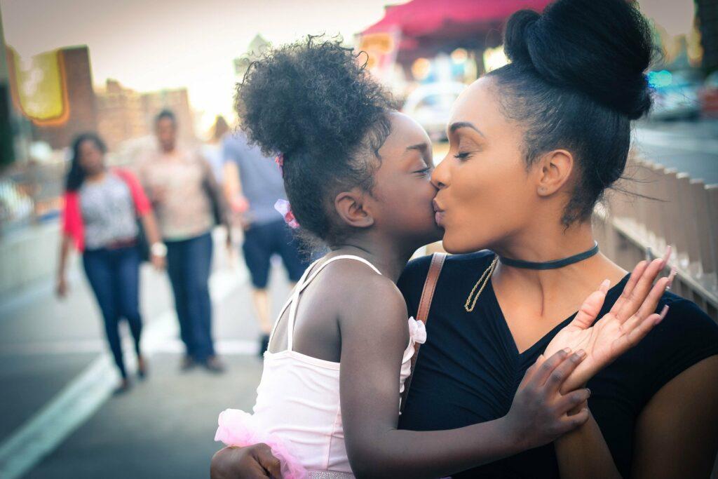 Jak wychowywać córki, by nie padły ofiarą molestowania seksualnego