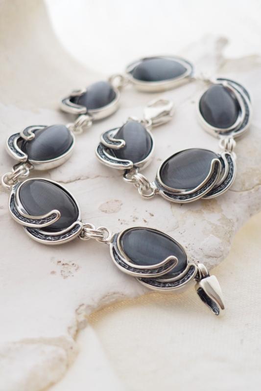 srebrna biżuteria z kocim okiem