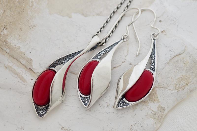 srebrna biżuteria z koralem