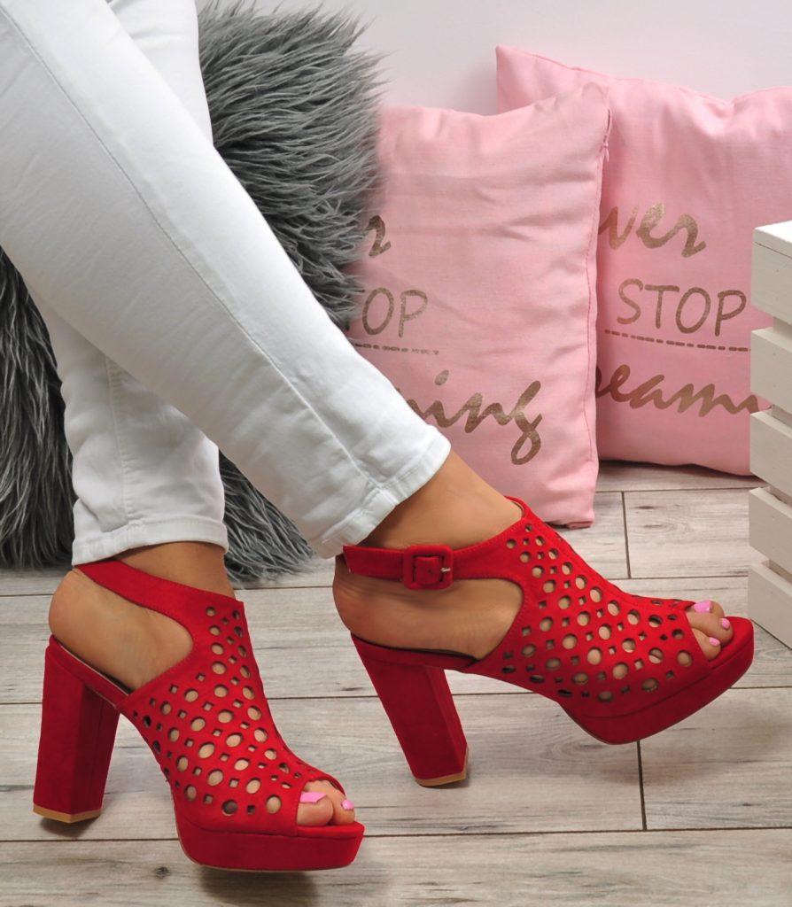 c3070f23 Buty na lato – zadbaj o piękne stopy!