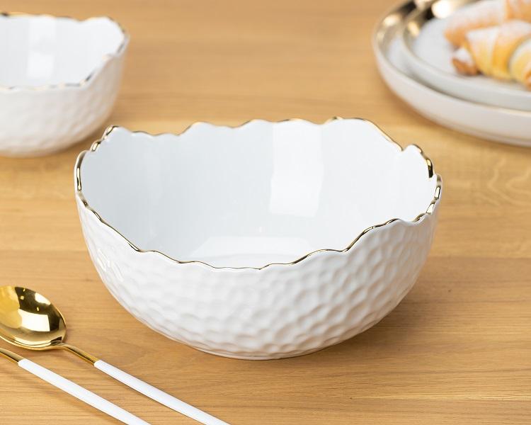Luksusowa misa z białej ceramiki