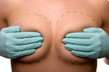 implanty-piersi-lekarstwo-na-kompleksy-czy-juz-przesada