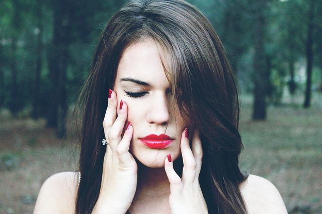gdy-menopauza-niekorzystnie-wplywa-na-cere-i-wlosy