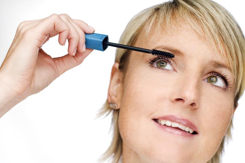 jak-przygotowac-do-makijazu-twarz-kobiety-dojrzalej