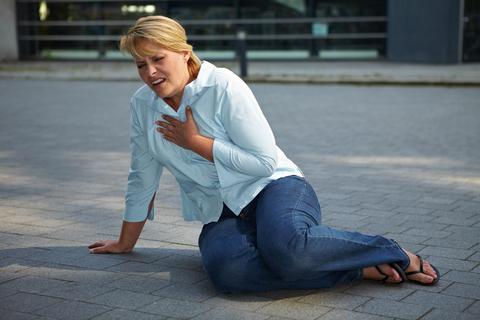 dusznosci-przykry-objaw-menopauzy
