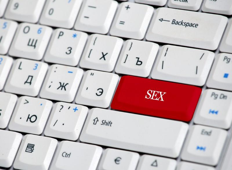 erotyczny-seans-filmowy-we-dwoje