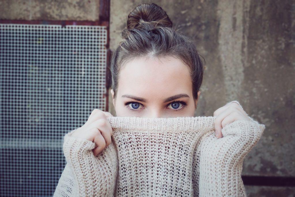 Sposoby na drapiące swetry