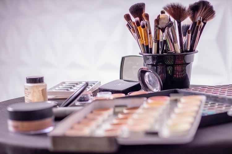 Trwałe kosmetyki do makijażu