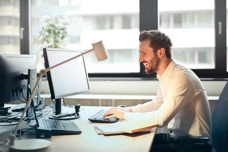 Akcesoria biurowe potrzebne w każdej firmie. Pieczątki i datowniki
