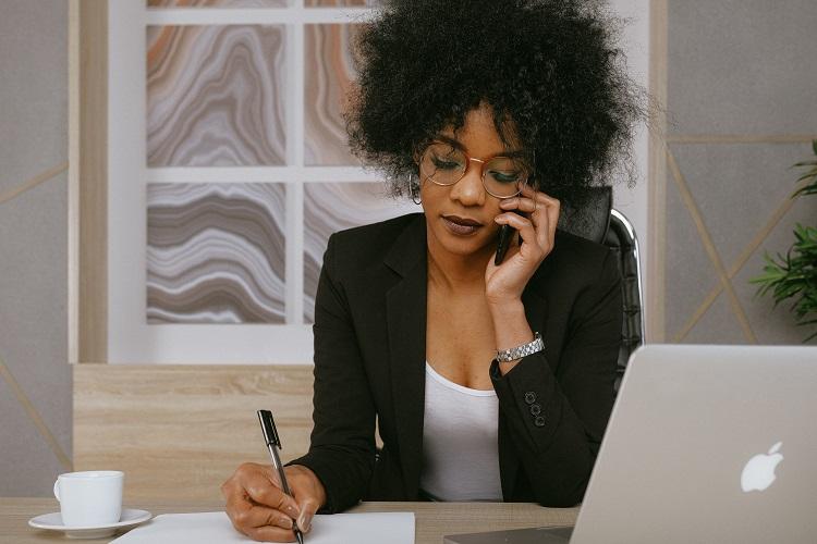 Kobieta wysoko wrażliwa w pracy