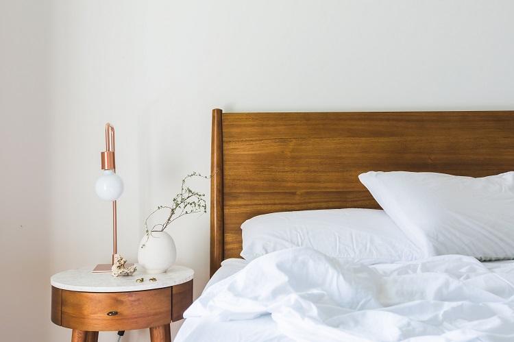Łóżka z drewna na wymiar