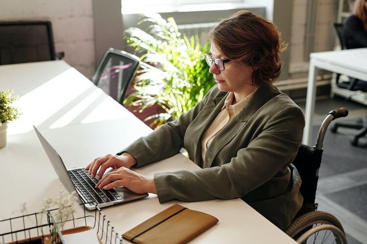 Jak znaleźć pracę po 40-tce
