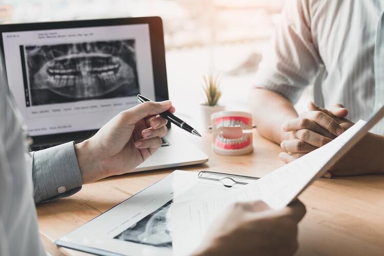 Co należy wiedzieć o protezie zębowej