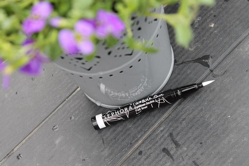 sephora-bialy-eyeliner-w-pisaku