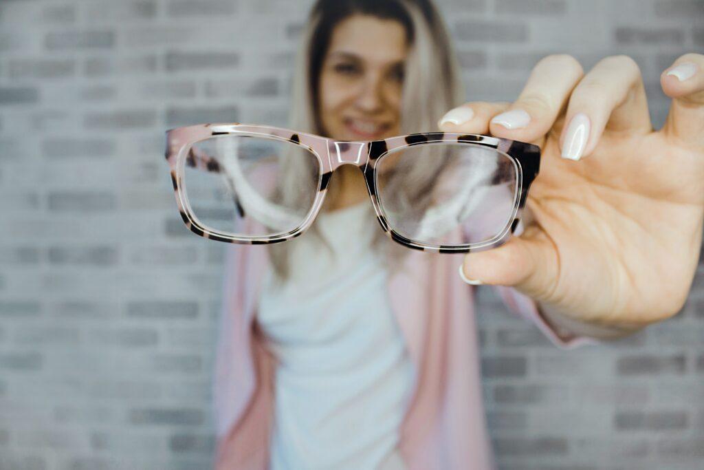 Zamień dwie pary okularów na jedne soczewki