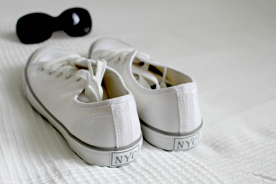 białe trampki