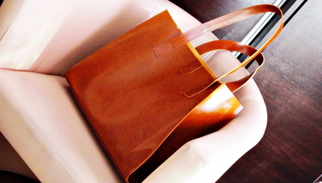 Torebka, buty i pasek – akcesoria ze skóry, w które powinna zainwestować kobieta