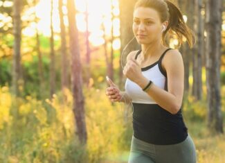 Jak wybrać damski strój do ćwiczeń